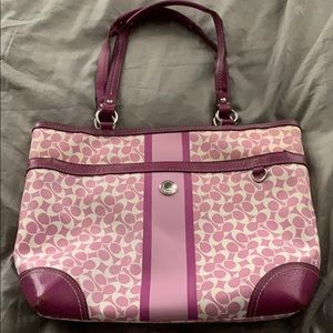 Signature coach in playful pink and white satchel